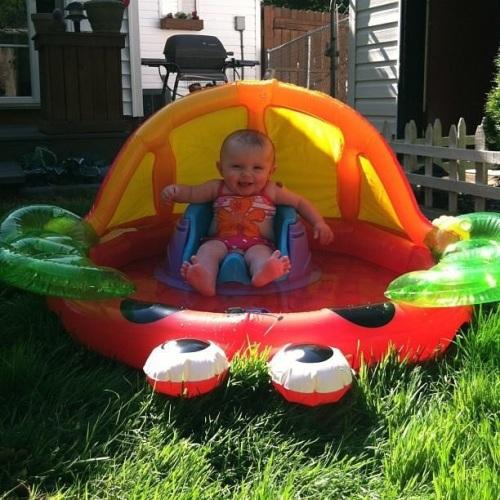 Ellyana, Sitting in a Bug
